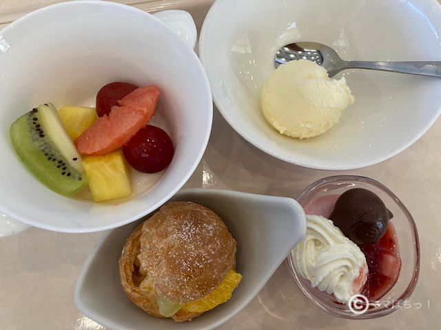 シェラトングランデトーキョーベイホテル「グランカフェ」の朝食の写真です。
