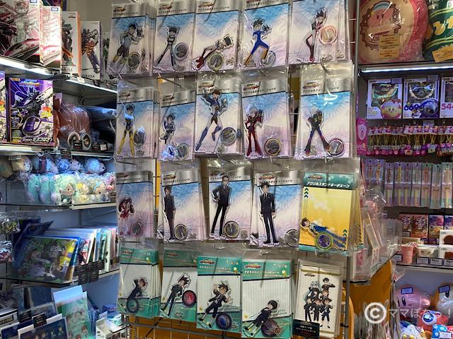 東京駅のTBSショップで販売されているシンカリオングッズの写真です。