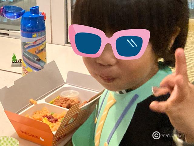 シンカリオンの主人公・ハヤトがおすすめする駅弁「チキン弁当」の写真です。
