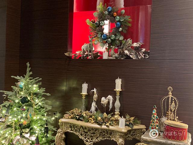 ホテルメトロポリタン丸の内の、クリスマス装飾の写真です。