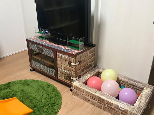 「おしゃれな手作りボールプール」をお部屋に設置した写真です。